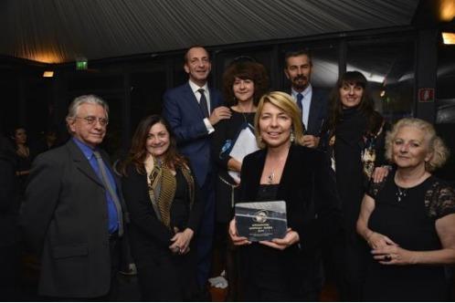 Le trophée, réalisé par la célèbre firme de design ALESSI, a été remis par la Présidente du GIST Sabrina Talarico au Directeur Christian Kergal et à Barbara Lovato, Responsable du Service Presse de Atout France en Italie - DR : jimmyPessina