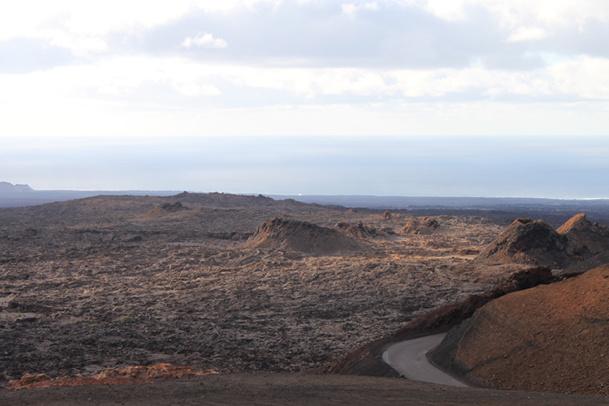 Du restaurant de la Montagne de feu, on a la plus belle vue sur cette chaîne de dômes volcaniques - DR : A.B.