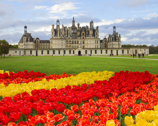 """A few miles from Blois… between muddy swamps and an oak tree forest, far from the roads, we come face to face with a royal and rather magical castle."" This is Chambord seen by Alfred de Vigny © neirfy - Fotolia.com"