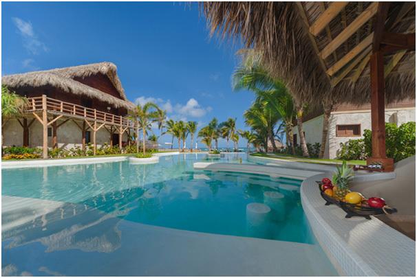 Le nouveau bar Caicu ainsi que la nouvelle piscine du Zoëtry Agua Punta Cana