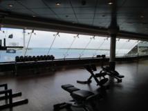 Une salle de fitness avec vue panoramique sur l'océan - Photo M.S.