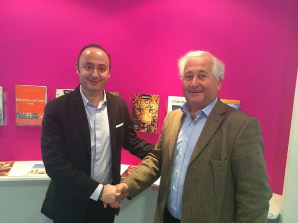Laurent Abitbol (à gauche) et François-Xavier de Bouärd (à droite) ont signe la vente ce jeudi 18 décembre 2014 - Photo DR