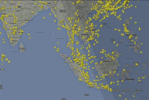 Après avoir disparu des radars civils, le MH 370 a suivi exactement la frontière entre la Thaïlande et la Malaisie sans pénétrer dans un des deux espaces aériens, afin de ne pas être intercepté - DR : Flightradar24.com