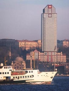 Le Ritz Carlton, un gratte-ciel face au Bosphore