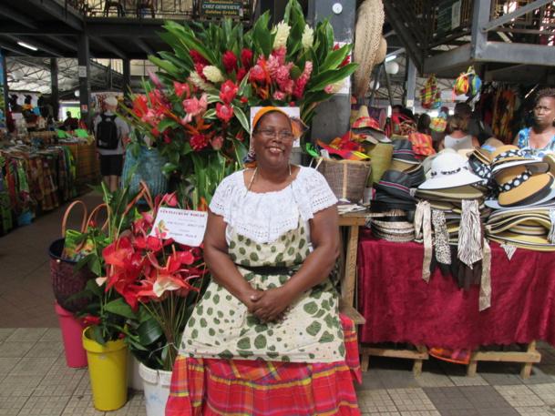 Des îles qui vous prennent côté coeur. Ici le sourire d'une marchande au marché de Fort-de-France (Martinique).