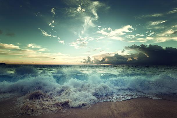 """La norme implique """"l'utilisation combinée des bienfaits du milieu marin, qui comprend le climat marin, l'eau de mer, les boues marines, les algues, les sables et autres substances extraites de la mer © Iakov Kalinin - Fotolia.com"""