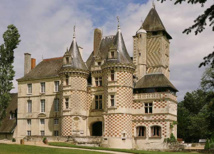 Le Château des Réaux est un joyau du XVème siècle, situé dans la vallée de la Loire - DR : Symboles de France