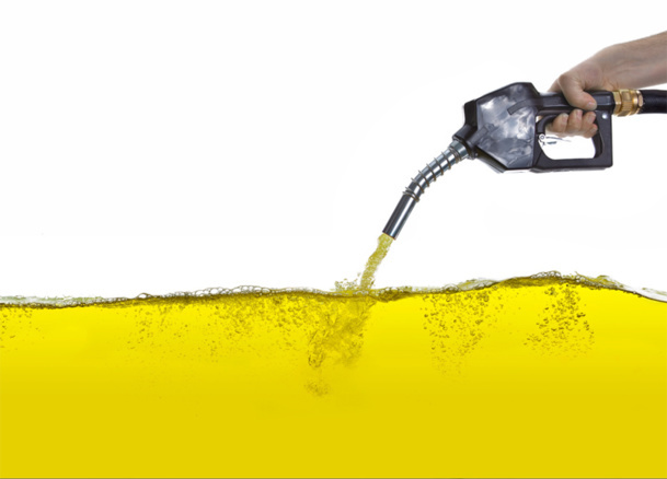 The current price is $48.70 per barrel, a decrease of 45% since last summer. This should translate by a purchasing price of the kerosene around €0.48 per liter. © rcfotostock - fotolia.com