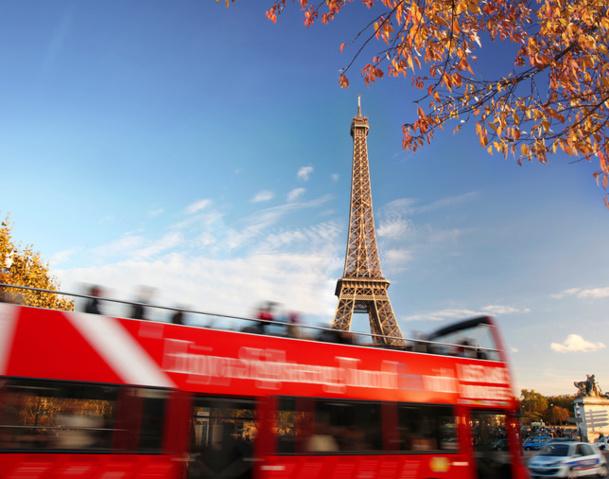 Anne Hidalgo, Maire de Paris, vient de lancer sa Fatwa contre les autocars de tourisme… Inutile de dire que pour le tourisme à Paris, c'est tout bénef. Tiens, la grande cause nationale va encore en prendre un coup derrière la cravate © samott - Fotolia.com