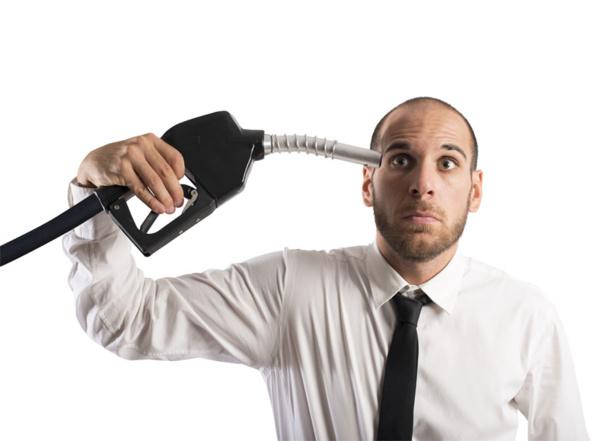 """Malgré la baisse, il était plutôt utopique de songer un seul instant que ces mêmes compagnies, dont une grosse majorité ont encore un peu (beaucoup ?) de mal à respirer, allaient subitement abolir (abroger, pour les adeptes de la garantie financière) une sublime arnaque instaurée par cette """"surcharge carburant""""© alphaspirit - Fotolia.com"""
