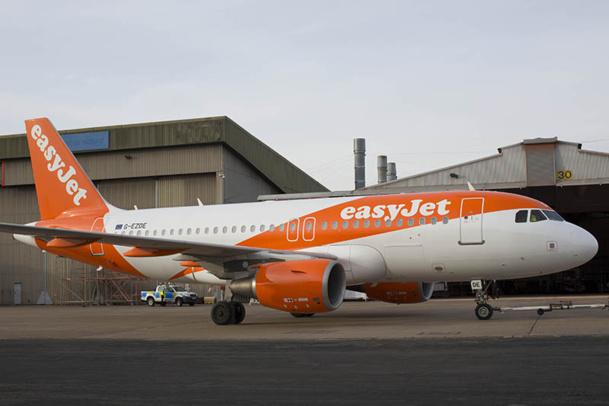 La couleur orange a été étendue jusqu'à l'arrière du  fuselage, afin de laisser plus de place au logo, qui gagne 15% en taille - DR : easyjet