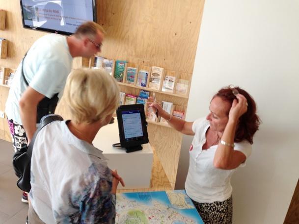 A l'OT de Sète, Emmanuelle Rivas tente avec son équipe de mettre en œuvre une véritable stratégie digitale pour accueillir au mieux le touriste et le conseiller avec dynamisme - DR : OT Sète