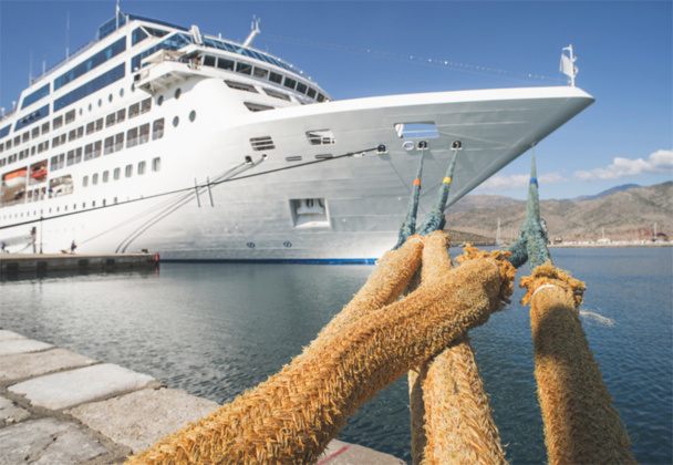 No less than 9 passengers out of 10 have declared that free wifi and access to emails was the main innovation they would like to see on cruise ships. © Deyan Georgiev - fotolia.com.