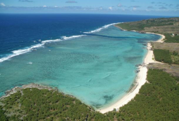 Rodrigues est la plus petite des trois îles de l'archipel des Mascareignes situé à l'est de l'île Maurice dans l'Océan Indien - Photo Air Austral