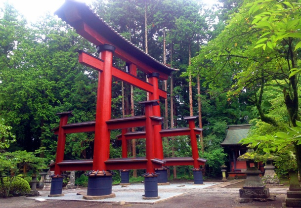 Une des arches les plus imposantes d'Asie, implantée au pied du Mont Fuji /photo JDL