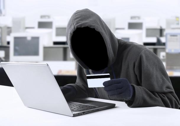 Les fraudeurs utilisent des numéros de cartes bancaires volées ou falsifiées pour arnaquer les agences de voyages - DR : © Creativa Fotolia.com