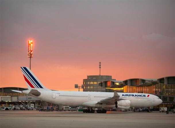 Air France KLM : L'activité long-courrier progresse de +1,8%. L'activité moyen-courrier poursuit sa restructuration et est en baisse de -1,9%, tandis que l'activité de Transavia (+7,8%) se développe fortement en France.Photo AF Philippe Delafosse