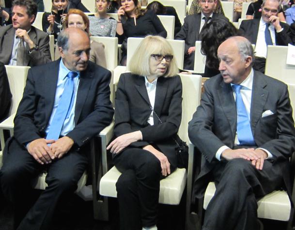 Jean-Pierre Mas le président du SNAV aux cotés de Mireille Darc, marraine de l'association la Chaîne de l'espoir et Laurent Fabius, ministre des affaires étrangères. DR-LAC