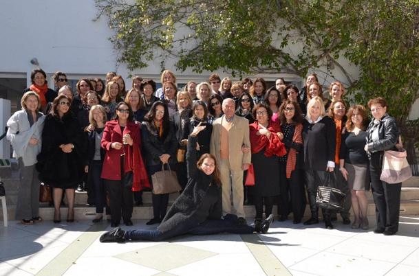 Hosni Djemmali entouré des participantes à la 13e Rencontre des Femmes de Méditerranée - Photo DR