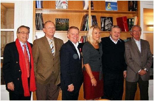 Une partie des membres fondateurs lors de la création de l'AFST /photo dr