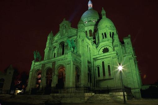 Durant 3 nuits autour du 17 mars, jour de la fête nationale irlandaise,  le Sacré Coeur de Paris illuminé en vert comme 120 sites symboliques à travers le monde.