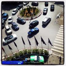 Le véhicule 4x4 aux couleurs de Transavia, Avico, et TourMaG.com devant l'hôtel Le Diwan Rabat - MGallery Collection - Photo DR