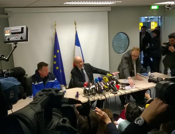 Brice Robin (au centre), Procureur de la République de Marseille, est en charge de l'enquête sur le crash de l'A320 de Germanwings dans les Alpes-de-Haute-Provence - Photo P.C.