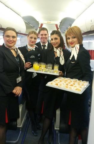 A CDG, les passagers ont été accueillis avec des spécialités culinaires chypriotes offerts par les hôtesses et le commandant du vol - DR : Aegean Airlines