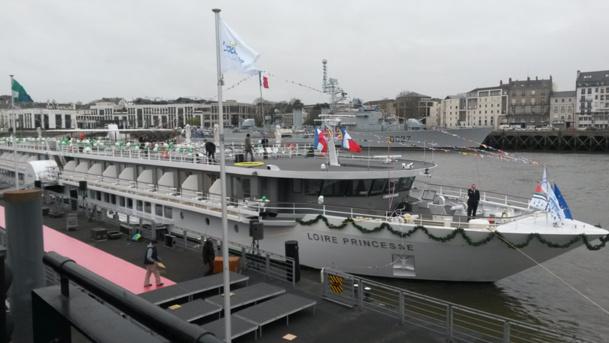 Le MS Loire utilise une propulsion à roues à aubes permettant de naviguer avec un faible tirant d'eau - Princesse Photo AB