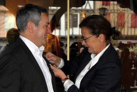 Bernard Garcia s'est vu remettre sa médaille par Nathalie Marthien - Photo DR