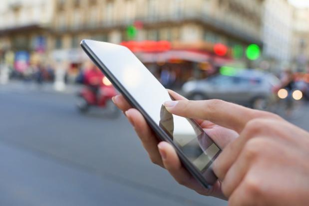 Pour de plus en plus de secteurs en France, la principale source de connexion au digital est mobile - © ldprod - Fotolia.com