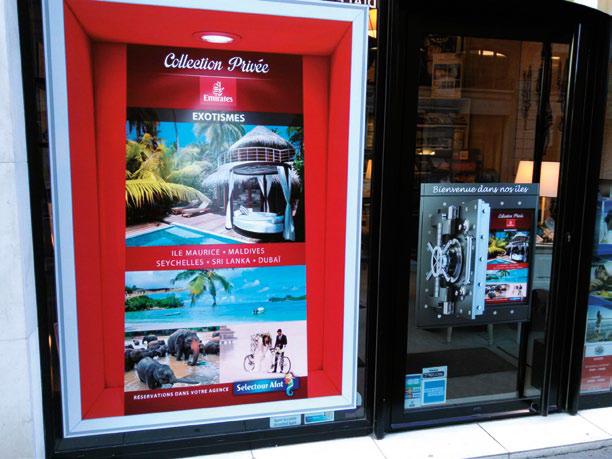 La vitrine d'une agence qui met en avant l'offre collection privée d'Exotismes en partenariat avec Emirates - DR