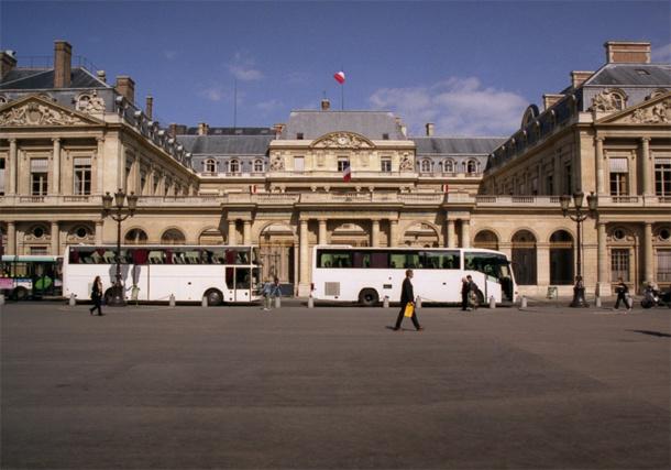 L'OTRE appelle à une nouvelle mobilisation des professionnels autocaristes le vendredi 24 avril 2015, afin de réclamer l'annulation de la décision du conseil de Paris aboutissant au triplement du prix du stationnement intramuros © Lehin - Fotolia.com