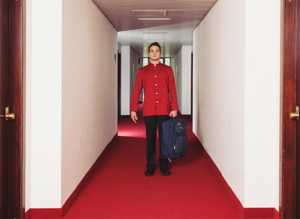 Bagagiste : Avant toute formation, disponibilité, débrouillardise et santé sont ses atouts primordiaux. Dans un grand hôtel, il est placé sous la responsabilité du concierge ou du chef de réception © pio3 - Fotolia.com
