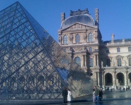 Les alentours du musée du Louvre sont concernés par la baisse du nombre de vol avec violence en 2014 à Paris - Photo J.D.L.