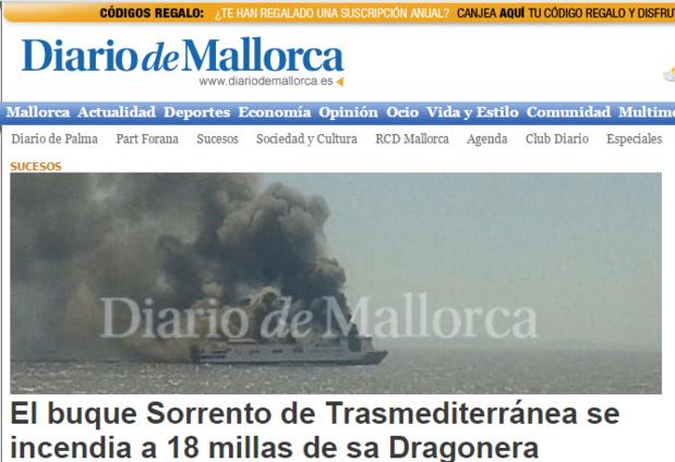 Le site du quotidien Diario de Mallorca publie une photographie du ferry d'où s'échappe une épaisse fumée grise - DR : Diario de Mallorca