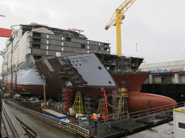 Les compagnies de croisières annoncent toutes la construction de nouveaux navires. Ici, l'Harmony of the Seas, dans les chantiers STX de Saint Nazaire - DR : A.B.