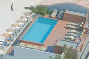 Le nouvelle piscine de toiture de l'hôtel Le Pinarello offre une vue panoramique sur la baie - Photo DR