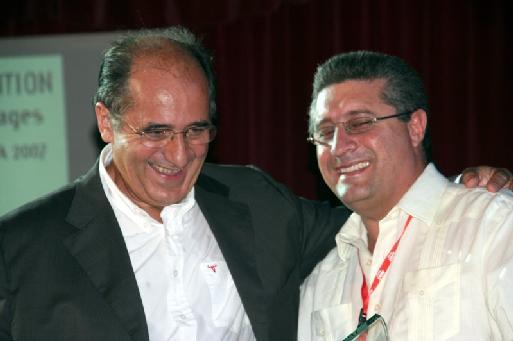 (cliquer pour agrandir) Jean-Pierre Mas et le Vice-ministre du tourisme cubain