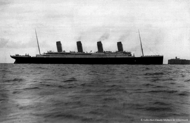 Le Titanic en rade de Cherbourg le 10 avril 1612. Collection Jean Pivain.