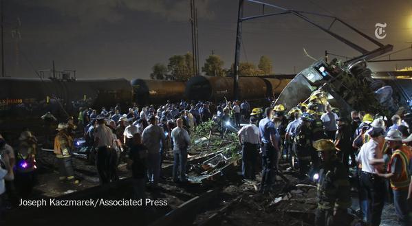 Le train 188 a déraillé dans la soirée du 12 mai 2015 - Photo NY Times - Joseph Kaczmarek (AP)