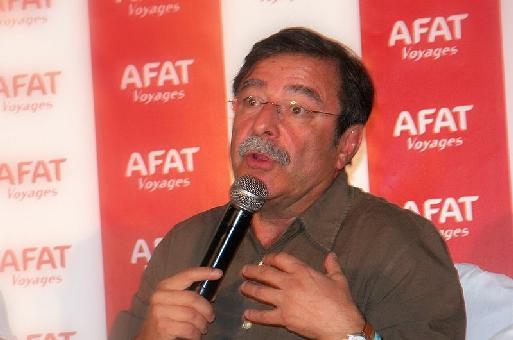 Antoine Cachin présente, la main sur le coeur, le de préserver la qualité des liens établis avec les vendeurs...