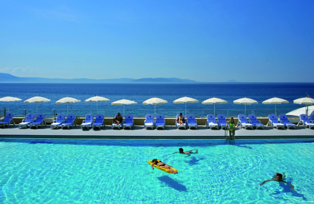 Surplombant la mer Adriatique, l'établissement est équipé d'une piscine panoramique - DR : Visit Europe