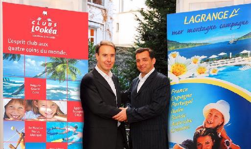 (cliquer pour agrandir) Olivier Kervella, directeur général de Look Voyages (à gauche) et Pierre-Olivier Toumieux, président directeur général du groupe Lagrange (à droite).
