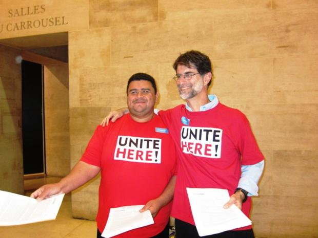 Les deux salariés de la société américaine de catering Flying Food sont venus manifester contre leurs conditions de travail et leurs bas salaires. DR-LAC