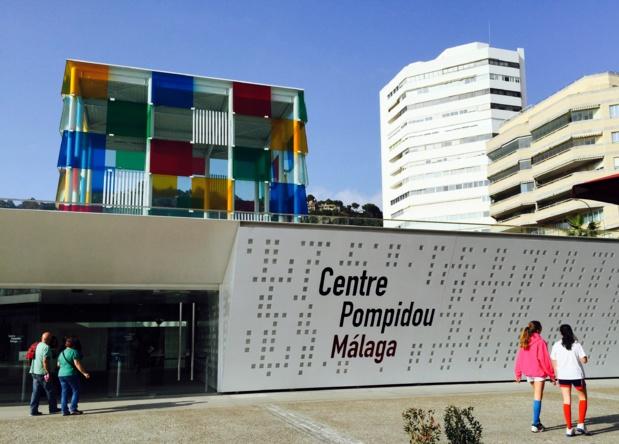 Construit en 2013, le Centre Pompidou trône au coeur de la ville et du port, là où battent le cœur et la movida de Malaga /photo JDL