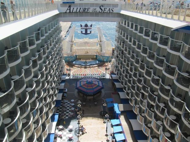 L'Allure of the Seas propose des cabines avec des balcons intérieurs - Photo P.C.