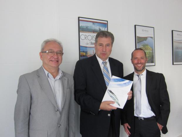 Alain Souleille, le DG de Rivages du Monde accompagné par Yannis Vontas et Clément Mousset de Variety Cruise. DR -LAC