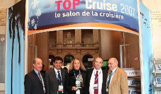 (Cliquer pour agrandir) Gche à dte : Jacques Truau, Georges Azouze, Georges Colson et Rémy Arca, remettent à Laurence Augros (Monacruise à Monaco) le prix de du ''Meilleur Volume d'affaires'' du ''Jour le plus long de la croisière''