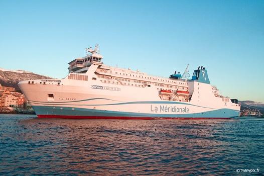 Avec le branchement à quai, le Kalliste fera moins de bruit et polluera moins lors de ses escales à Marseille - Photo : Twinypix